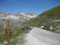 Vélos dans la montée du Col de l'Iseran